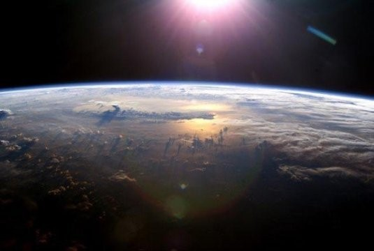 Come nacque e aumentò di quantità l'ossigeno dell'atmosfera terrestre?